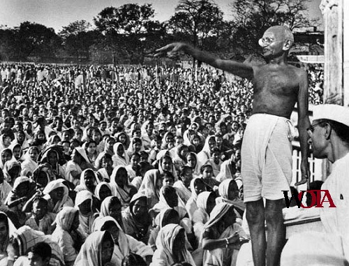 a biography of mahatma gandhi the father of the indian independence movement